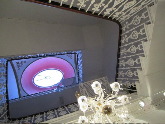 Terrace Hotel: Staircase