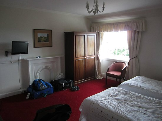 Terrace Hotel: Large comfortable room