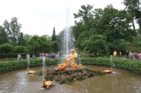 Peterhof Grand Palace: A nicely guilted fountain