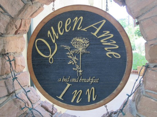 Queen Anne Bed & Breakfast: Queen Anne Inn Sign