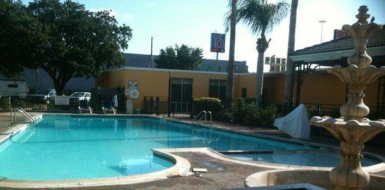 Americas Best Value Inn Laredo: Pool area