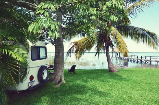 Casita Carolina: our cheap room right on the lake