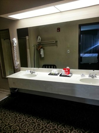 Best Western Inn At Coushatta: bathroom