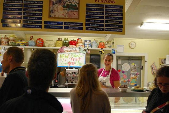 Scoopers: Great choices, friendly counter servers!