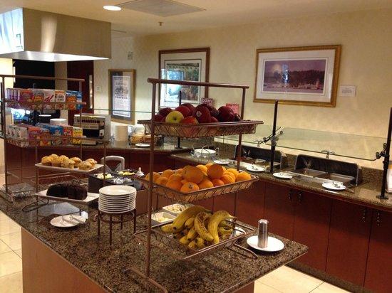 Courtyard Saratoga Springs : Breakfast buffet