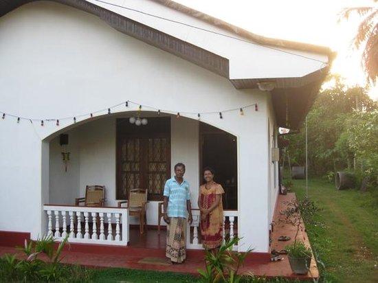 Avon Hikkaduwa Guest House : Avon hosts