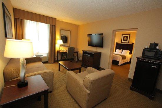 Comfort Inn & Suites Paramus: Two Room Suite