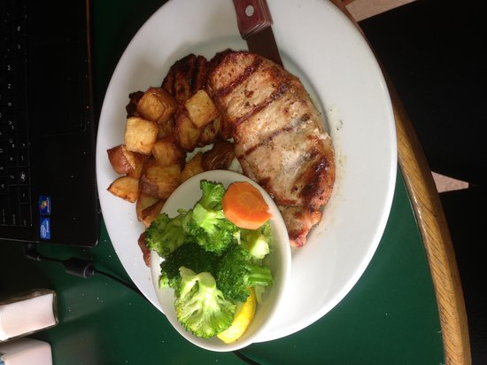 Giovanna's Italian Kitchen: Grilled pork chops with veggies and potatoes