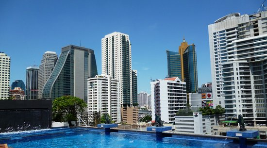 Admiral Premier Bangkok by Compass Hospitality: Fabulous pool with views