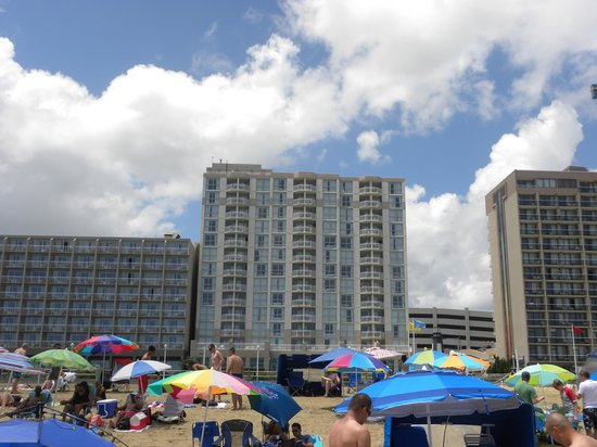 Residence Inn by Marriott Virginia Beach Oceanfront: Hotel view from the beach