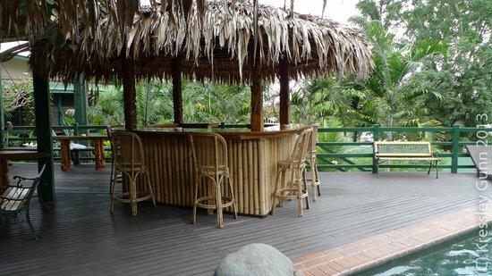 King Solomon Hotel: Bar next to pool