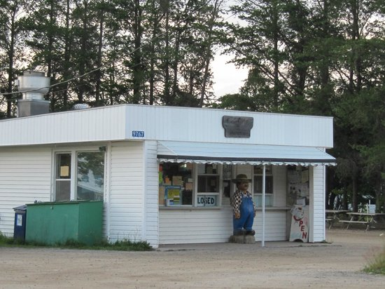Pearle's in Paradise: roadside attraction