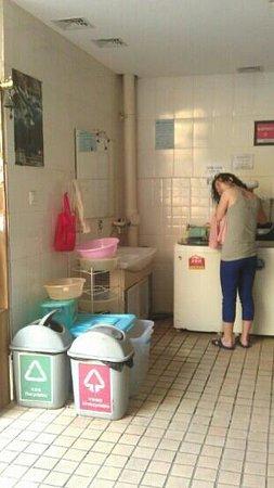 Kunming Cloudland Youth Hostel : laundry area