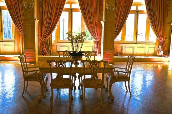 Pera Palace Hotel: Бальный зал, первый в Стамбуле.