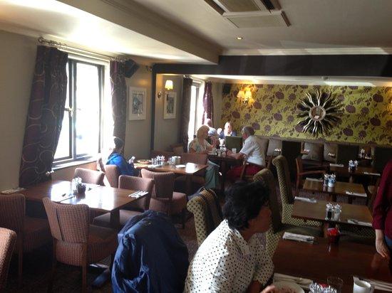 พรีเมียร์ อินน์ ลอนดอน เอดจ์แวร์: Restaurant 1