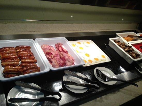 Premier Inn London Edgware Hotel: Breakfast