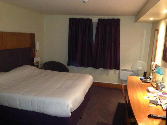 Premier Inn London Edgware Hotel: bedroom