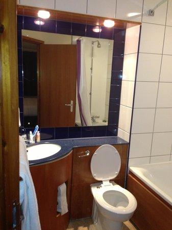 Premier Inn London Edgware Hotel: bathroom