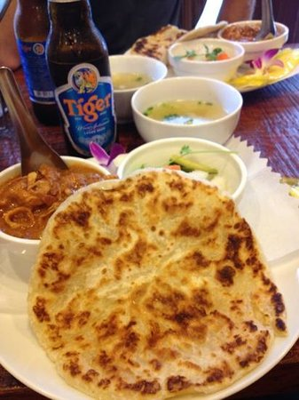 Mu-Hung: Roti bread, Chicken Curry and soup