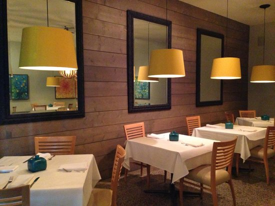 136 Restaurant & Wine Bar: 136