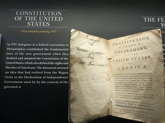 Newseum – Muzeum Newsów i Dziennikarstwa: Copy of Constitution