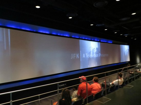 นิวเซียม: 90ft screen