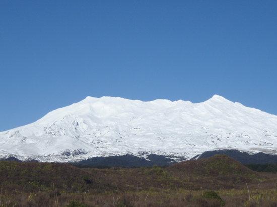 Asure Parklands Motor Lodge: Winter Volcano
