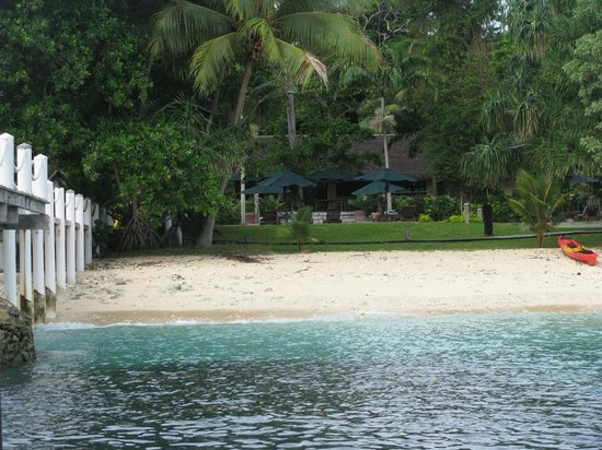 Bokissa Private Island Resort: Looking from Jetty to resort