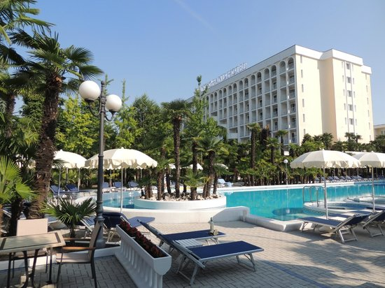 Abano Grand Hotel: Poolside at the Abano Grand