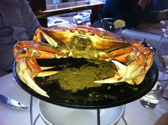 Bobo's Steakhouse: Whole dungeness crab roasted in garlic sauce