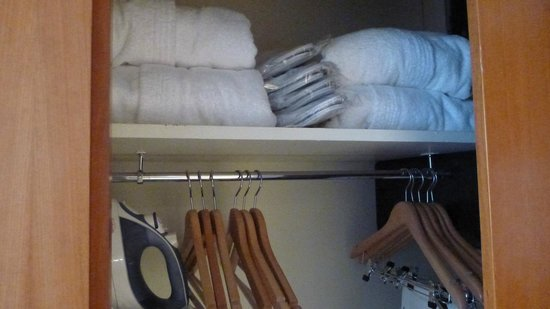 Hilton Paris Orly Airport : Robes and slippers, a nice touch