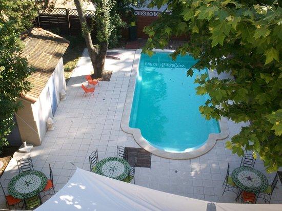 Logis Auberge des Epis : Notre piscine vu des chambres