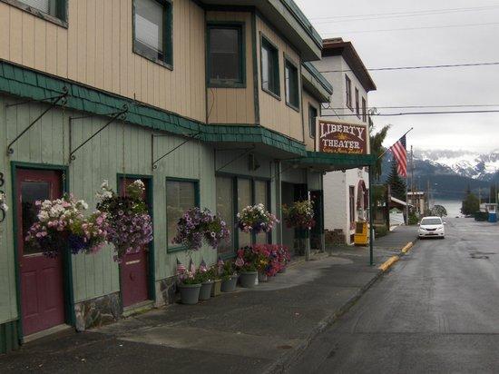 The Van Gilder Hotel : Street view including the Van Gilder