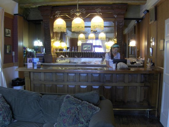 The Van Gilder Hotel: Front desk of the Van Gilder