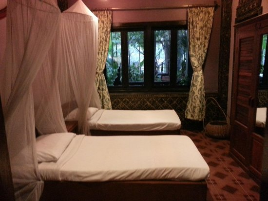 Bopha Siem Reap Boutique Hotel : the connecting 2 bed room