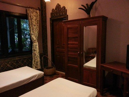 Bopha Siem Reap Boutique Hotel: dresser area