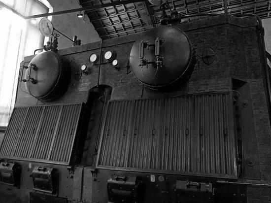 Museu Agbar de les Aigues: Una de las calderas que generavan el vapor para el funcionamiento de las dinamos.