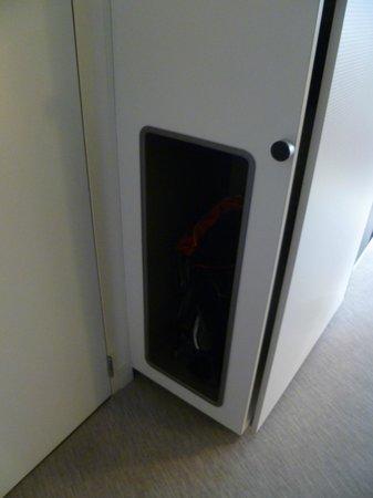 Novotel Suites Perpignan Mediterranée : Handy little storage area in the room