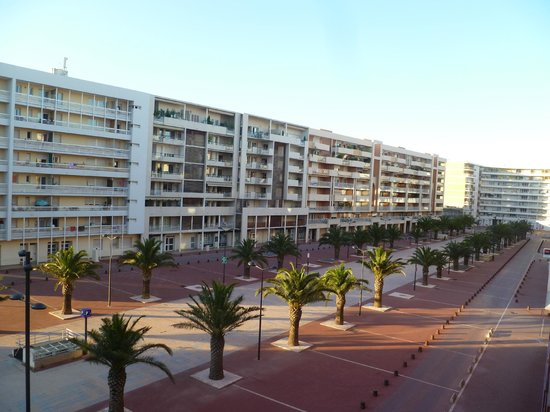 Novotel Suites Perpignan Mediterranée: View from the side