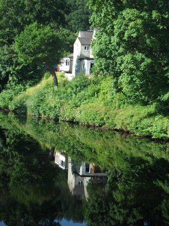 Llety Betws: Beautiful walk to the village