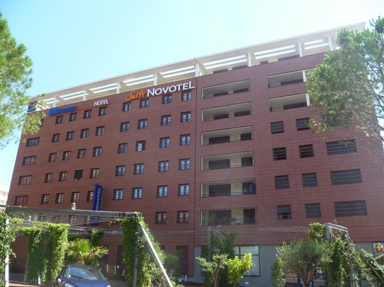 Novotel Suites Perpignan Mediterranée : There is a private apartment block to the right, as part of the same building