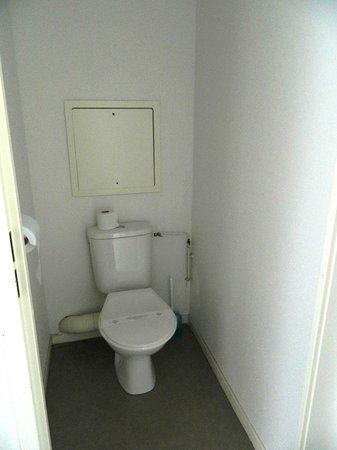 Nemea Nancy Appart'Hotel : WC - very small