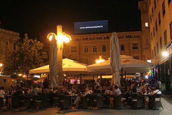 VIP Cafe Bistro Pizzeria: 4