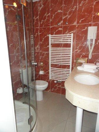 Burghaus Kronenburg: Salle de bain agréable