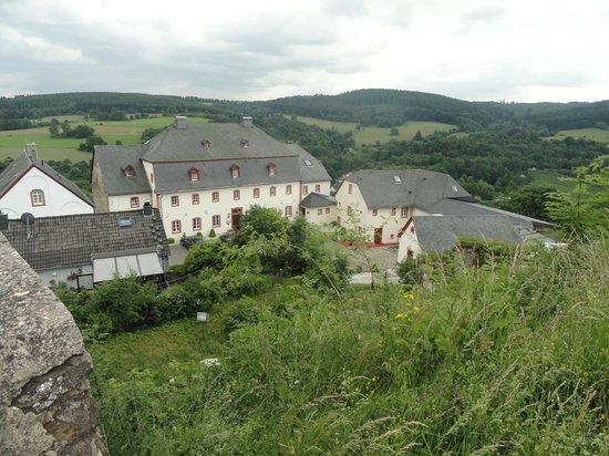 Burghaus Kronenburg: Vue depuis le haut du village (ruines)