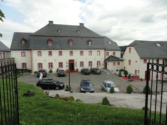 Burghaus Kronenburg: Cour de l'hôtel