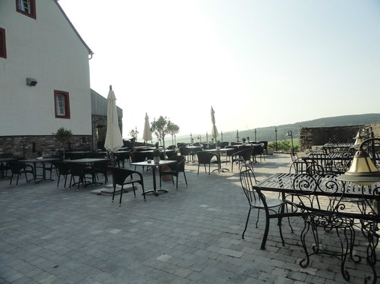 Burghaus Kronenburg: Terrasse (accès via l'Orangerie)