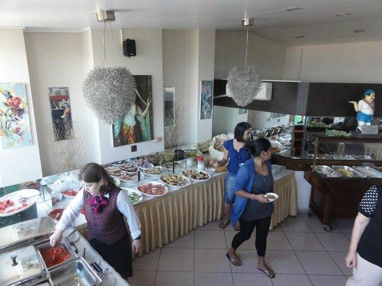Grand Ons Hotel: Breakfast spread