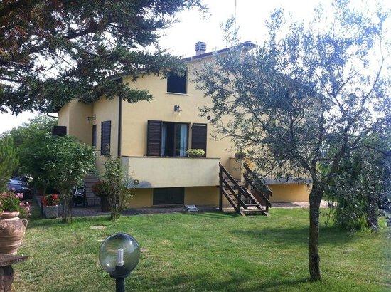 Agriturismo Del Quondam Vittorio: L'appartamento di 70mq davanti alla piscina