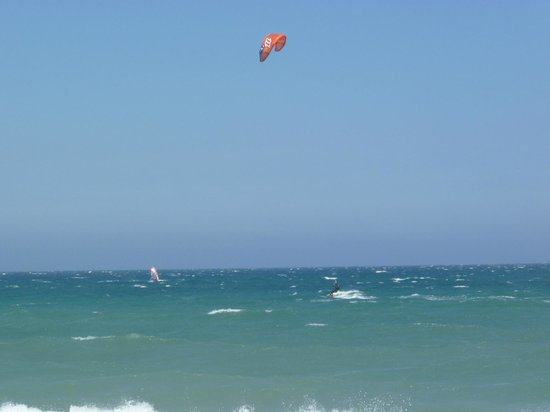 Camping Le Soleil : Kitesurfing and windsurfing on the beach